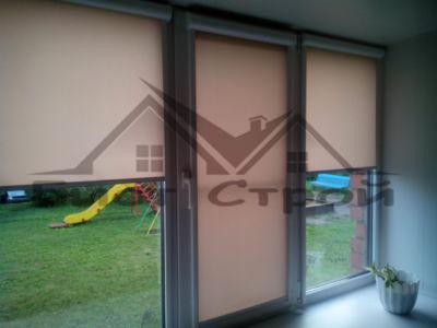 Шторы на трехстворчатом окне