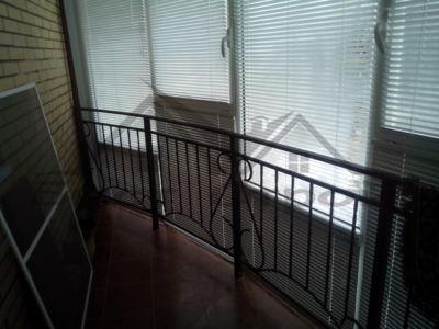 Алюминиевые рамы окна с жалюзи