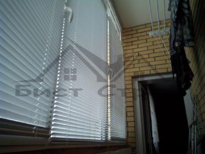 Жалюзи на окнах