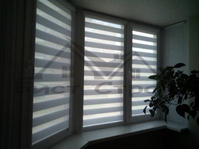 Рулонные шторы Зебра на балконе