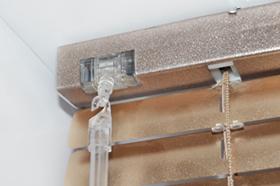 Горизонтальные жалюзи с креплением на потолок