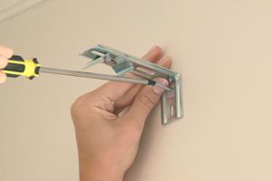 V-FORM PLAST установить уголки с кронштейнами