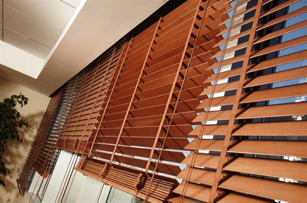 горизонтальные жалюзи для балкона